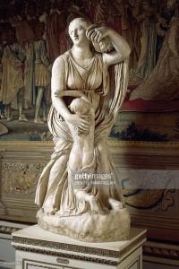 Níobe tratando de proteger a su hija menor. Copia romana. Galería de los Uffizzi. Florencia