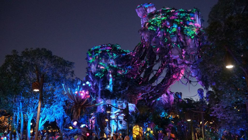 Nighttime_landscape_in_Pandora_–_The_World_of_Avatar